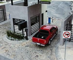 control acceso residentes camioneta proveedor